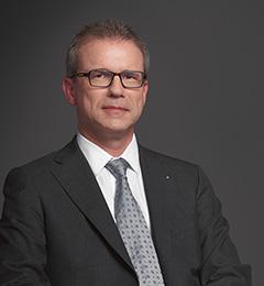 Dr Kurt Mäder, group COO of LLB