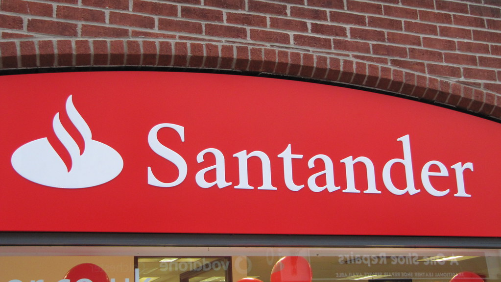 Santander deploys ThetaRay's AML solution for correspondent banking